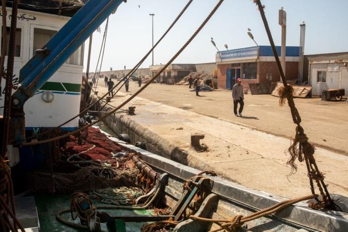 Les quais sont déserts, les bateaux sont très nombreux, à l'abris dans le port.